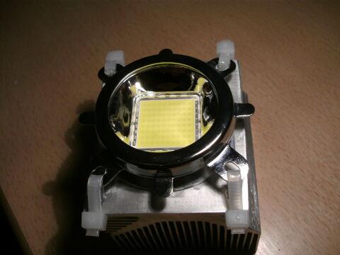 Die LED ist auf dem Kühlkörper montiert.