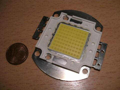 80W LED neben 1 Cent Stück